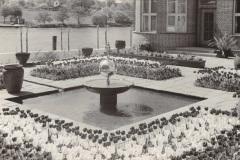 Anschuetzgebaeude-an-der-Schwentinemuendung-1938-Brunnen-und-Garten-Direktion-und-Planung-am-Heikendorfer-Weg-9-27-Schwentineansicht