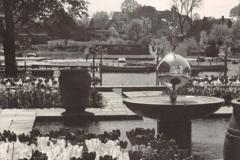 Anschuetzgebaeude-an-der-Schwentinemuendung-1938-Innenhof-mit-Gartenanlage-Buero-Dr-Hermann-Anschuetz-Blick-auf-die-Schwentine-Heikendorfer-Weg-9-27