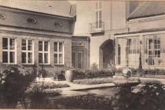 Anschuetzgebaeude-an-der-Schwentinemuendung-1938-Innenhof-mit-Gartenanlage-Buero-Dr-Hermann-Anschuetz-Heikendorfer-Weg-9-27
