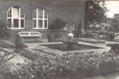 Anschuetzgebaeude-an-der-Schwentinemuendung-1938-Innenhof-und-Gartenanlage-Buero-Dr-Hermann-Anschuetz-Heikendorfer-Weg-9-27