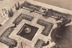 Anschuetzgebaeude-an-der-Schwentinemuendung-1938-Innenhof-und-Gartenanlage-Direktionstrakt-Dr-Hermann-Anschuetz-Heikendorfer-Weg-9-27