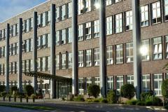 Gebaeude-der-Schmerzklinik-Kiel-am-Heikendorfer-Weg-9-27-ehemaliges-Gebaeude-der-Firma-Anschuetz