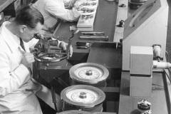 Kreiselkompassproduktion-durch-die-Firma-Anschuetz
