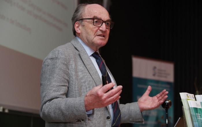 Prof. Dr. Dr. Illert, Vorstand des Zentrums für wissenschaftliche Weiterbildung an der Universität Kiel